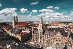 Blick auf den Marienplatz und die Frauenkirche