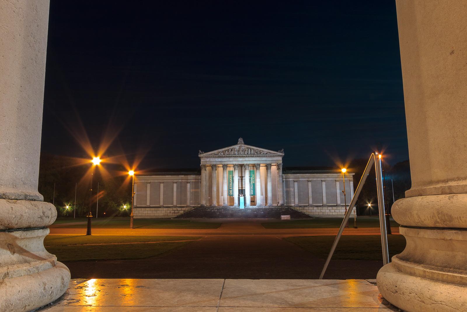 Die Gebäude sind die ganze Nacht beleuchtet ... bleibt viel Zeit zum Fotografieren :-)