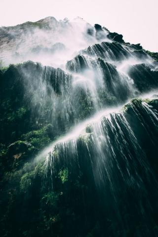 Unter dem Wasserfall ...