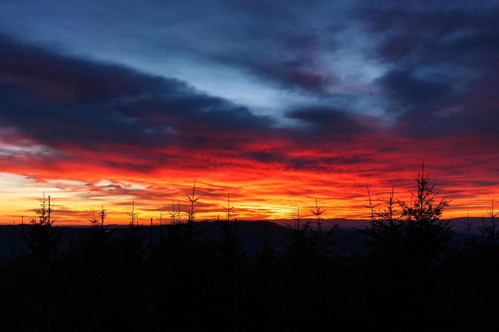 Der letzte Sonnenuntergang im Jahr 2017 zeigt sich noch einmal von seiner allerbesten Seite!