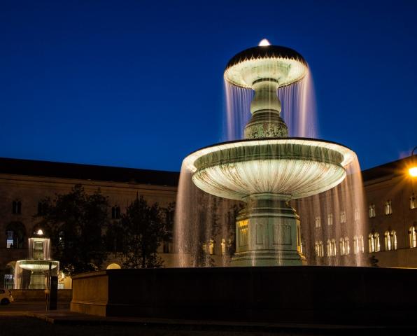 Brunnen vor der Ludwig-Maximilian-Universität, München