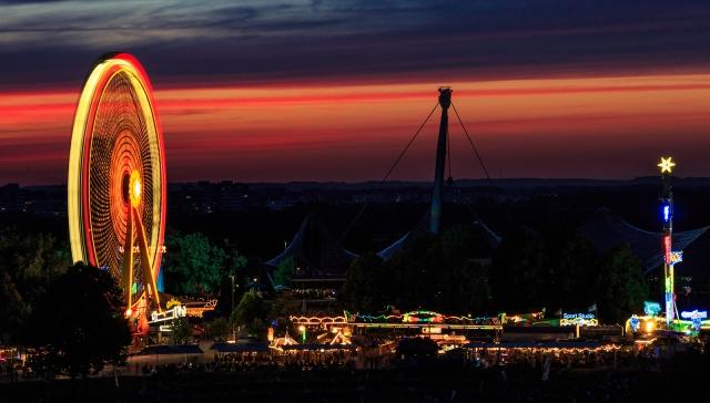 Sonnenuntergang beim Impark-Festival im Münchner Olympiapark