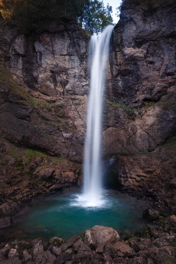 In der Schweiz unterwegs und Lust auf einen Wasserfall? Vielleicht wär der hier was ...