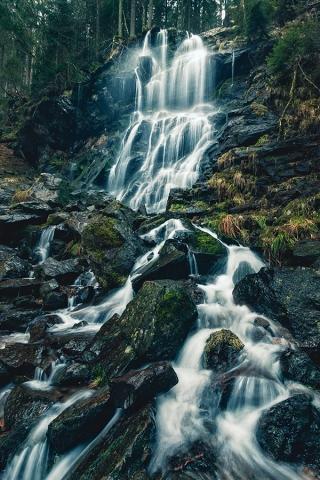 März: Zweribach-Wasserfälle im Schwarzwald