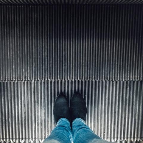 Rolltreppe, Füße