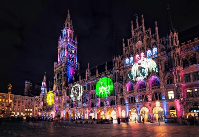 Rathaus, München, Lichtinstallation, Marienplatz, Bayern, UN-Behindertenrechtskonvention