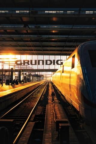 Hauptbahnhof München, Sonnenuntergang, Grundig, Zug, ICE, Deutsche Bahn, Bahnhof, Gleis