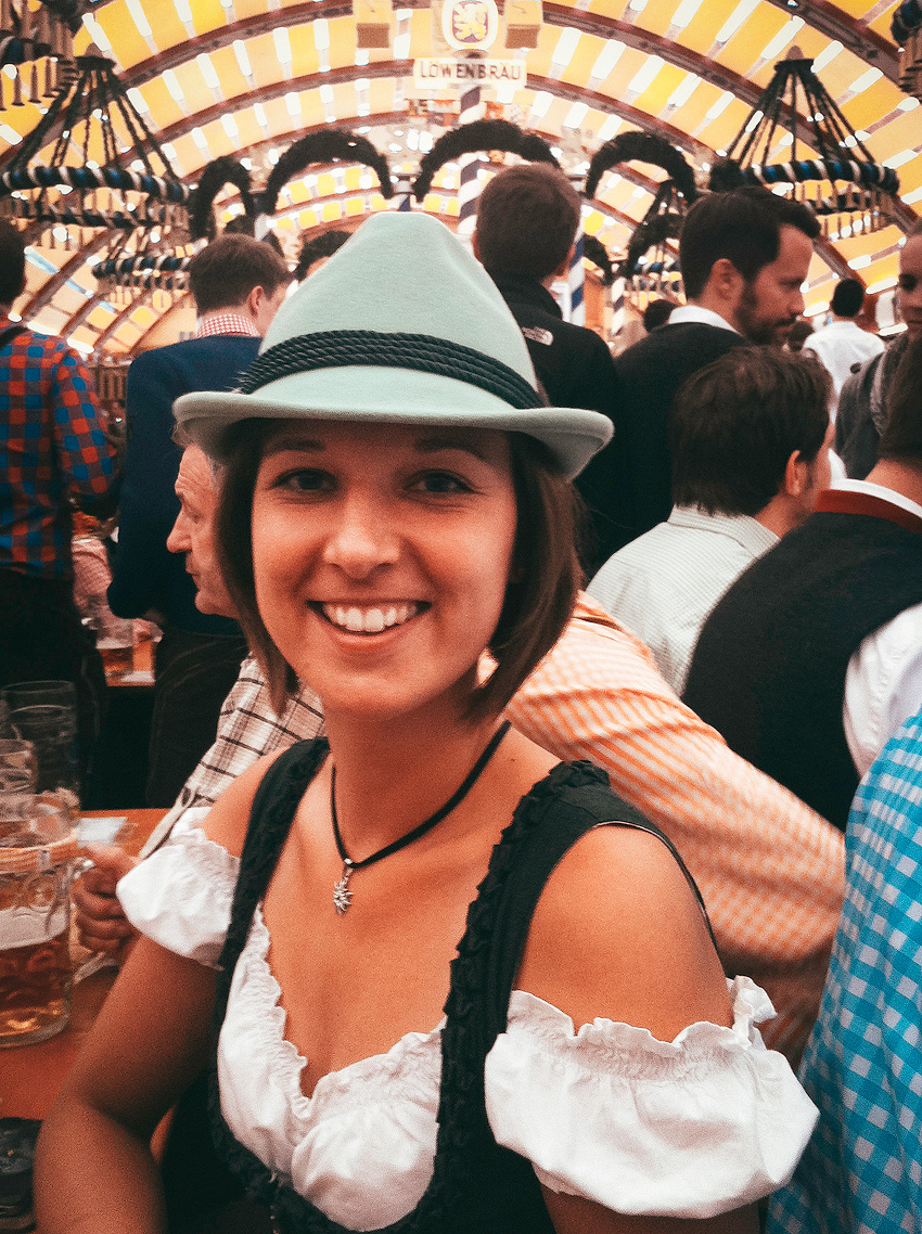 Kathrin's World, Kathrin Schlott, Oktoberfest, Wiesn, Bierzelt, Dirndl