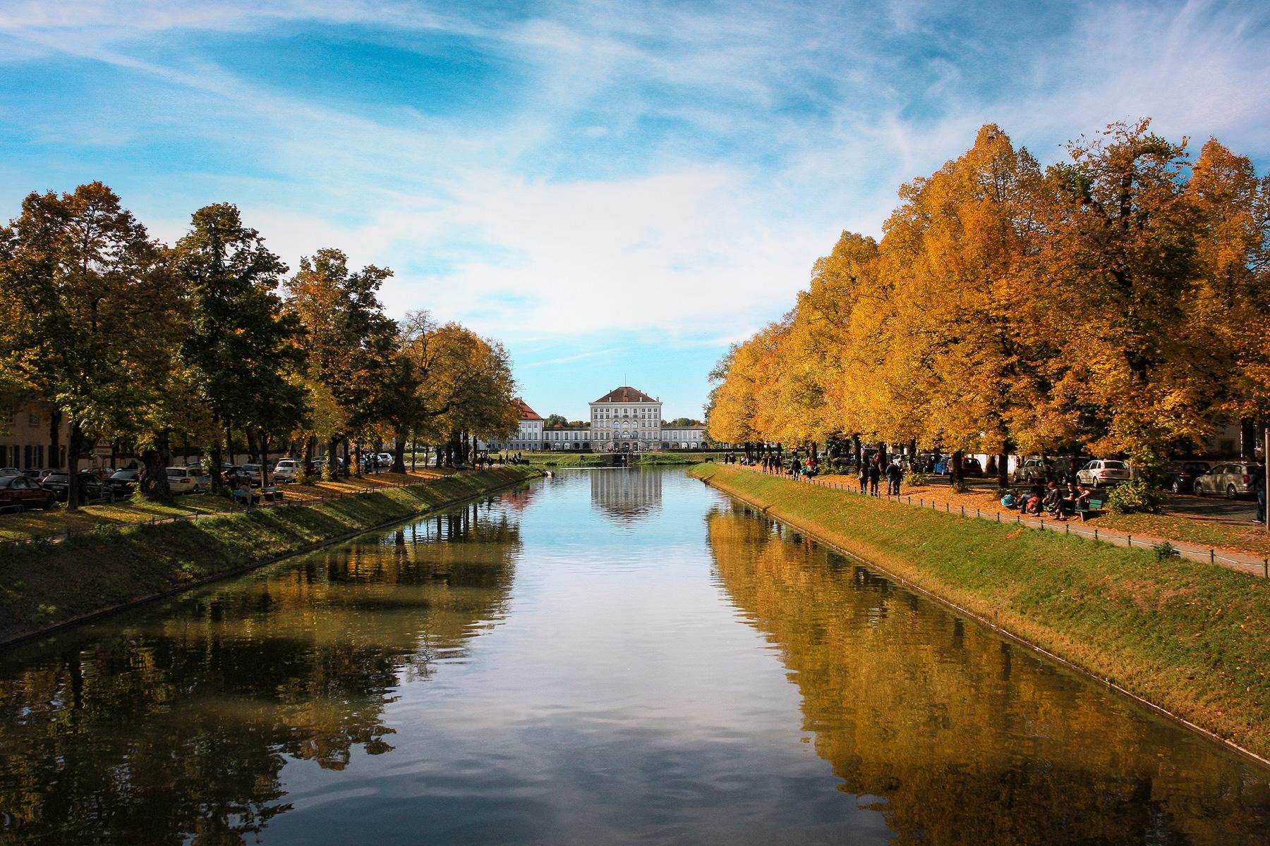 München, Schloss Nymphenburg, Kanal, Spiegelung