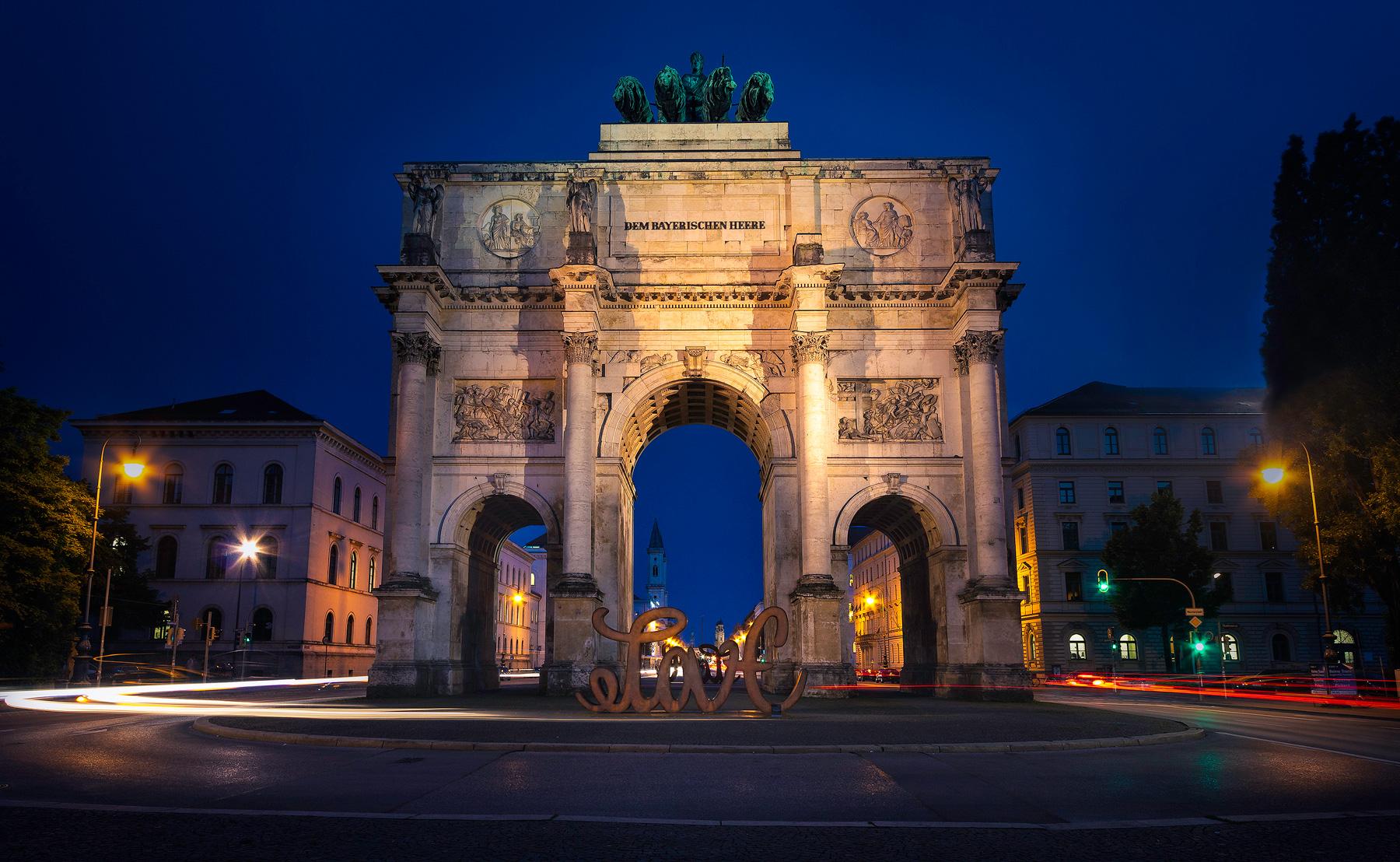 München, Siegestor, Kunstwerk, Love, Hate, Mia Florentine Weiss