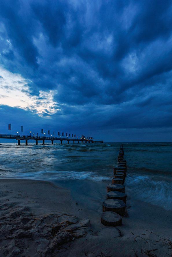 Blaue Stunde in Zingst an der Ostsee.