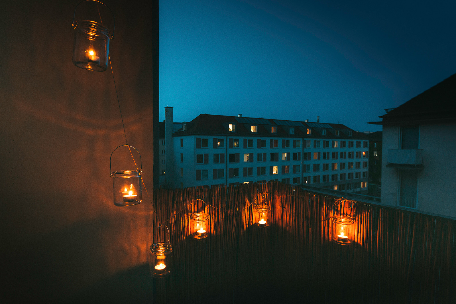 Romantische Lichterkette (DIY) auf dem Balkon