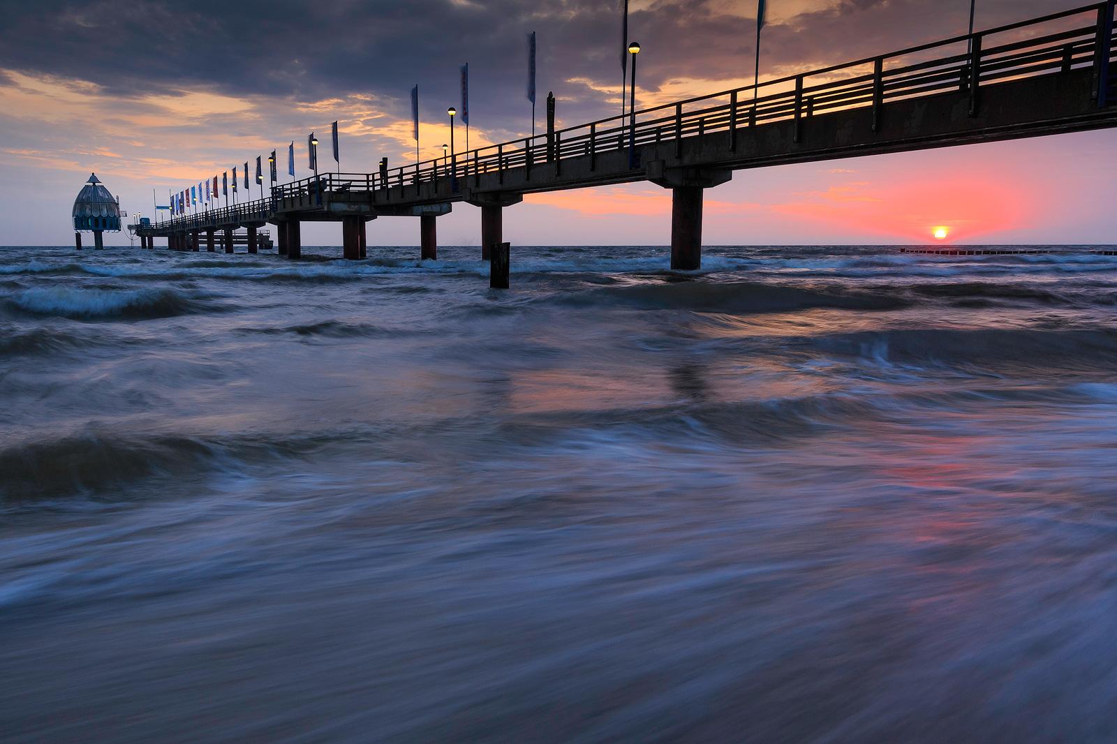 Sonnenaufgang an der Seebrücke in Zingst (Ostsee) beim Fotografie-Workshop von Bejnamin Jaworskyj.