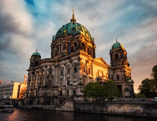 Fotospot Berliner Dom im Sonnenuntergang