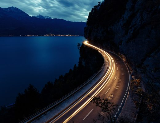 Light trails am Fotospot Thunersee, Schweiz