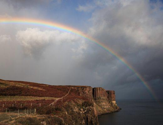Regenbogen über der Isle of Skye, Schottland