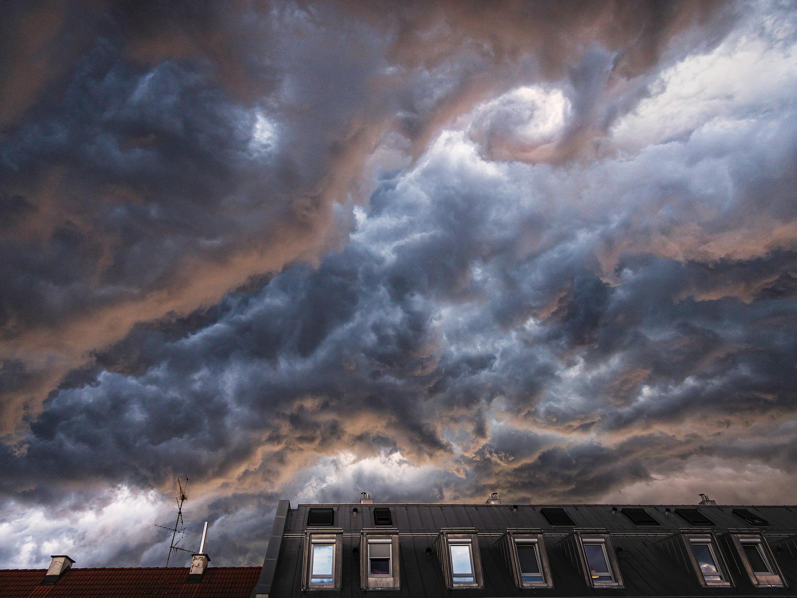 Unwetterwalze über München, Unwetter, Gewitter, Sommergewitter