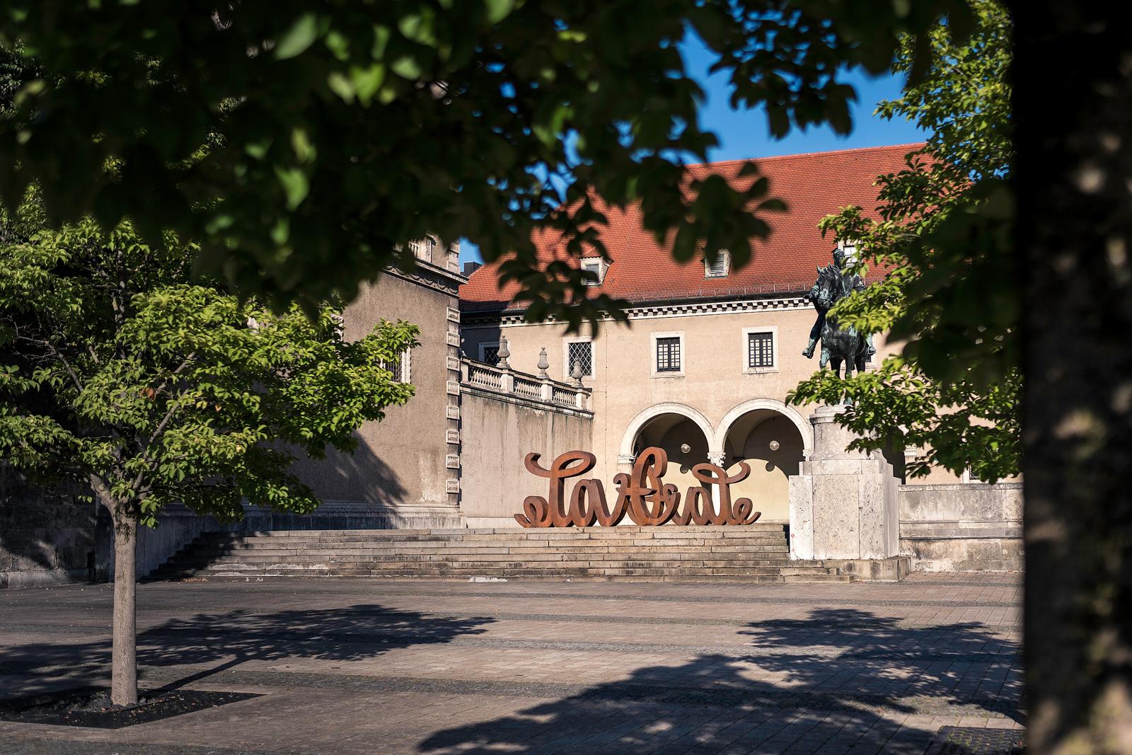 Love Hate Skulptur, Mia Florentine Weiss, Bayerisches Nationalmuseum