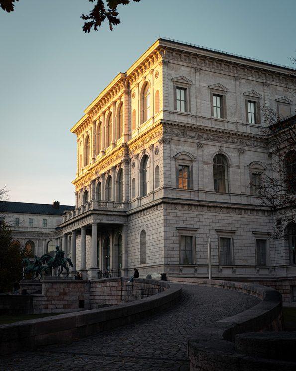 Goldenes Licht auf der Akademie der Bildenden Künste